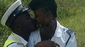 Uliiona hii picha ya Polisi wa Tanzania iliyosambaa mitandaoni? hatimaye maamuzi yametangazwa