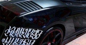 Chris Brown na hela zake… tazama alichofanya kwenye gari lake aina ya Lamborghini.